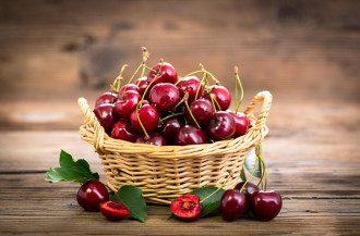 Черешня – польза, вред, калорийность и что лечит