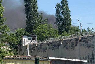 В Одесской колонии произошел бунт с пожаром, побегом заключенных и взятием заложников