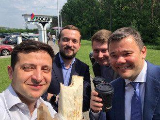 Владимир Зеленский опубликовал фото с шаурмой / Фейсбук В.Зеленского