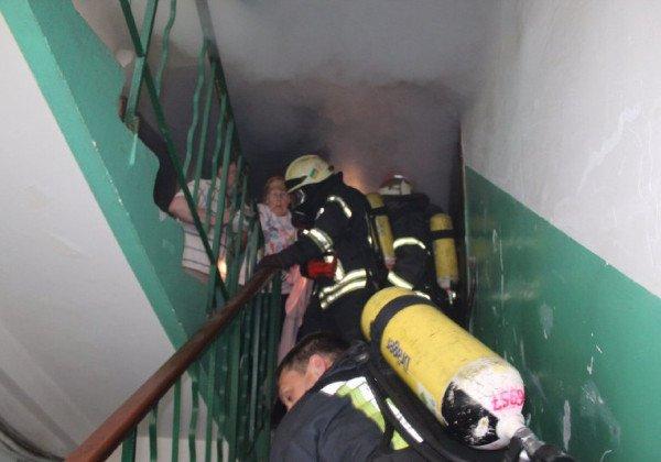 В Киеве горел многоквартирный дом, есть жертва