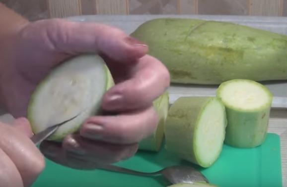 Этапы приготовления фаршированных кабачков на сковороде