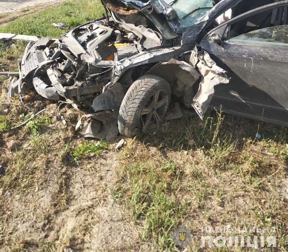 Новости Херсонщины — На Херсонщине иномарка въехала на остановку, погибли два человека