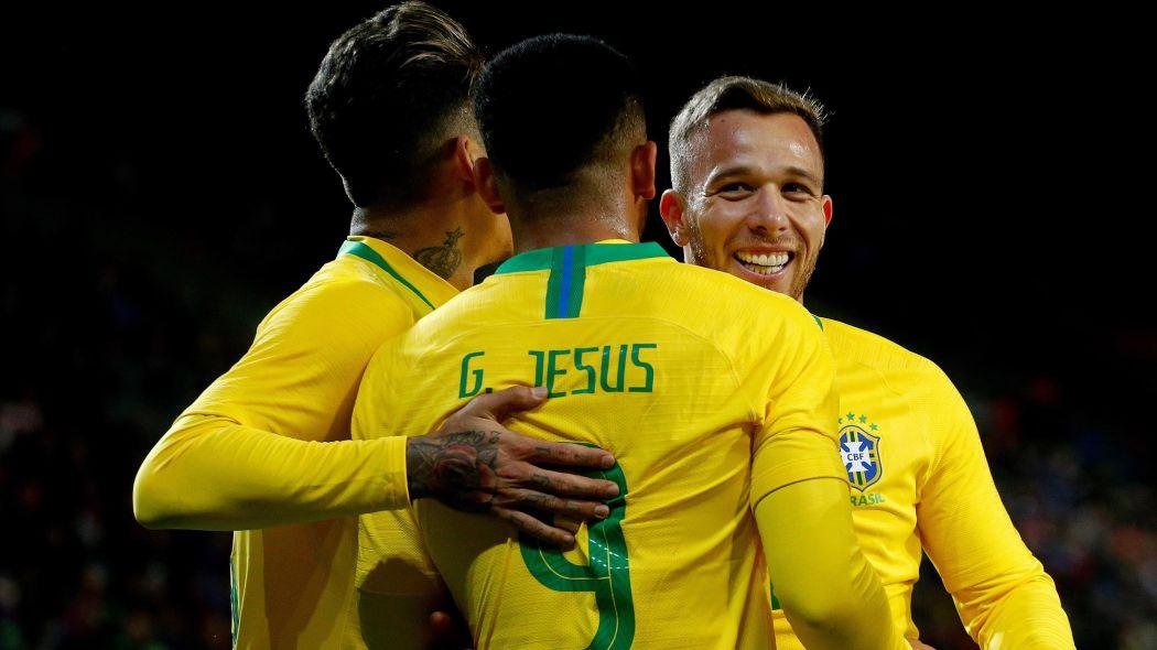 Сборная Бразилии - фаворит турнира