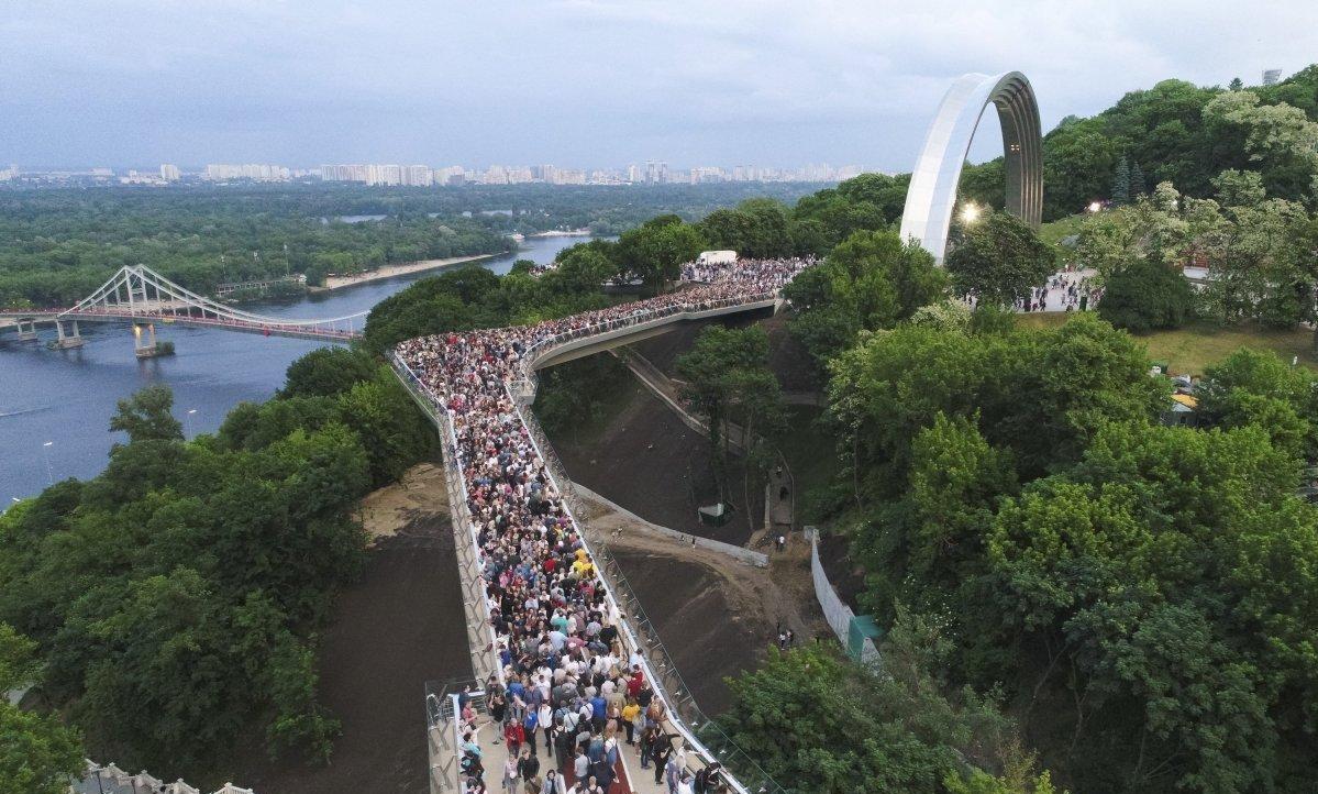 Мост Кличко между Владимирской горкой и Аркой дружбы народов обошелся Киеву в 275 млн грн
