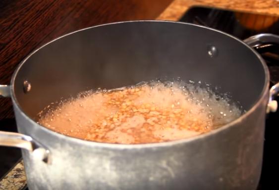 Этапы приготовления гречки на воде в кастрюле