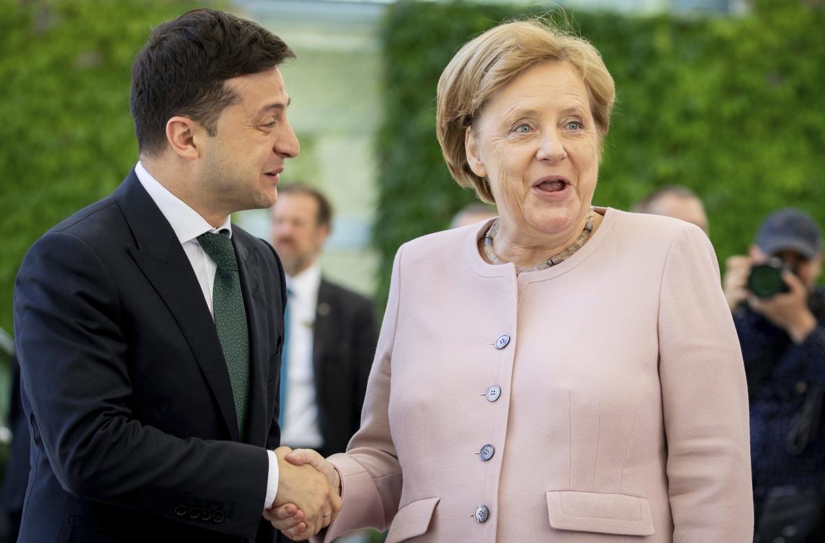 Новые подробности содроганий Меркель рядом с Зеленским
