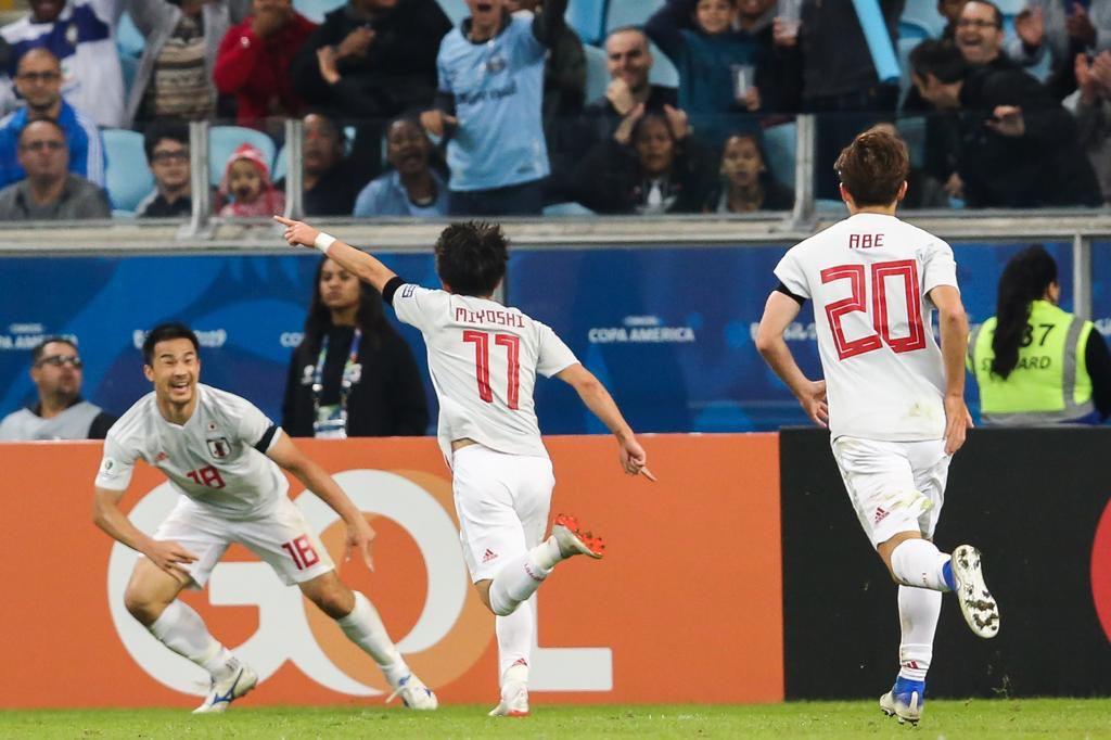 Япония отобрала очки у Уругвая