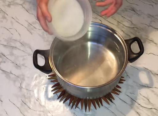 Хлебный квас домашний просто готовится