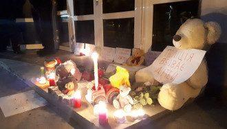 К МВД несут игрушки в память о 5-летнем Кирилле / Фото: Facebook/Баба і кіт