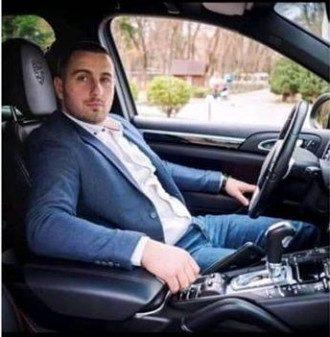 Василий Корсак разрешил девушке без документов управлять Porsche Cayenne / Фото: Закарпатье онлайн