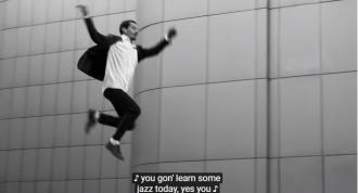 Apple сняла рекламу беспроводных наушников AirPods в Киеве / Фото: скриншот из видео