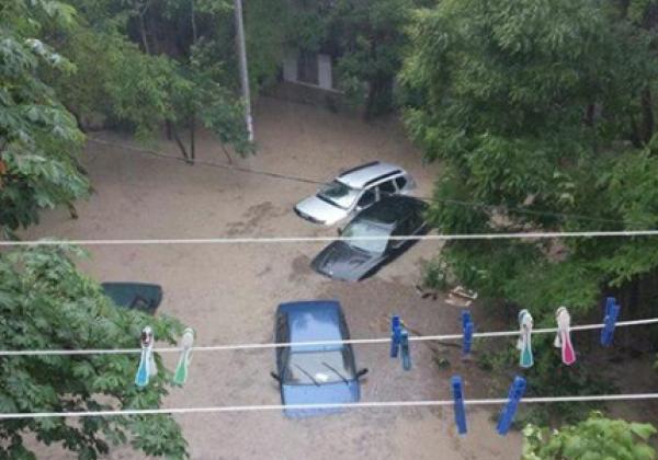 «Погодный апокалипсис» вКрыму: Севастополь ушёл под воду всего за 1.5 часа