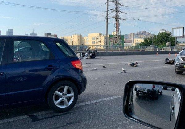 ДТП в Киеве — В Киеве авто Chevrolet попало в ДТП, четыре жертвы