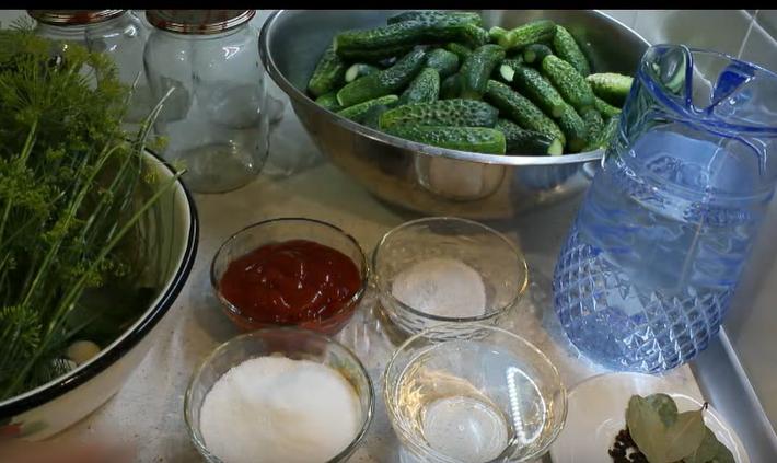 Огурцы с кетчупом чили на зиму просто приготовить