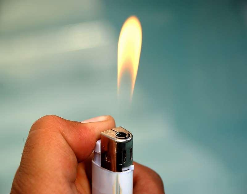 Зажигалка, огонь