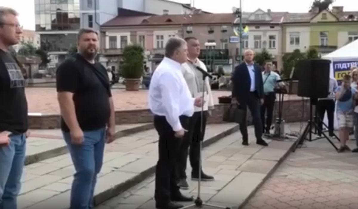 Порошенко пообещал бить в морду за крики