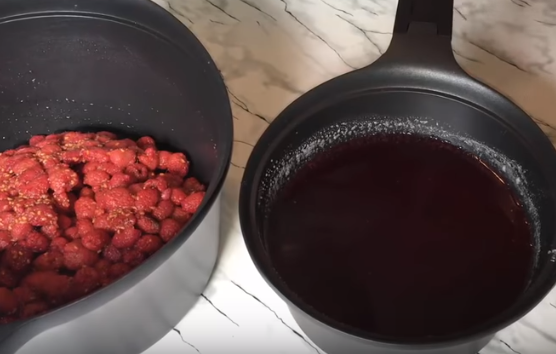 Малиновое варенье с целыми ягодами просто варить