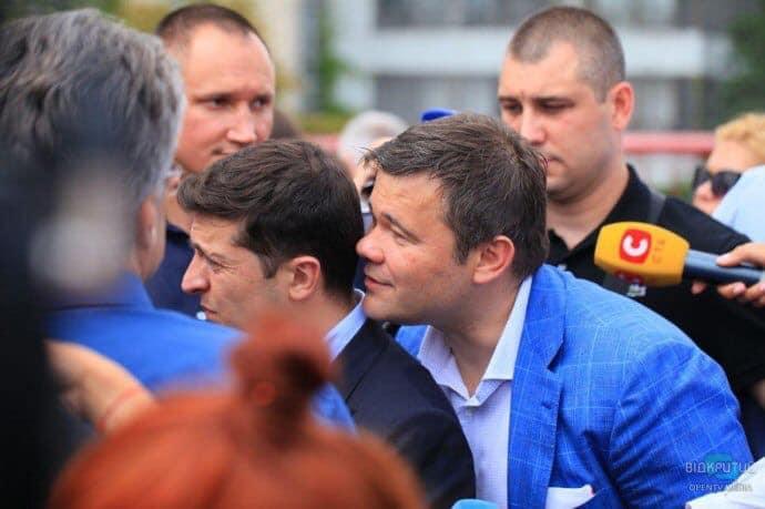 Андрей Богдан чаще всего шепчет на ухо Владимиру Зеленскому идеи и советы