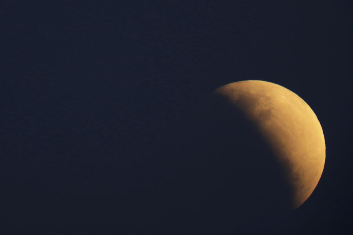 Частичное лунное затмение в Бразилии