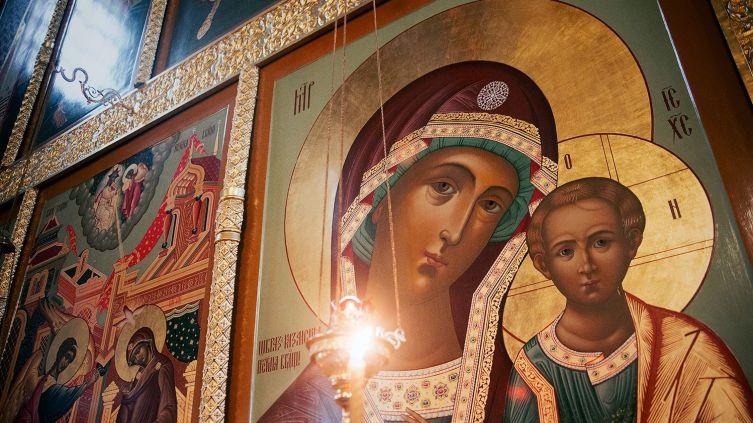 Икона Казанской Божьей Матери - Казанская Божья Матерь