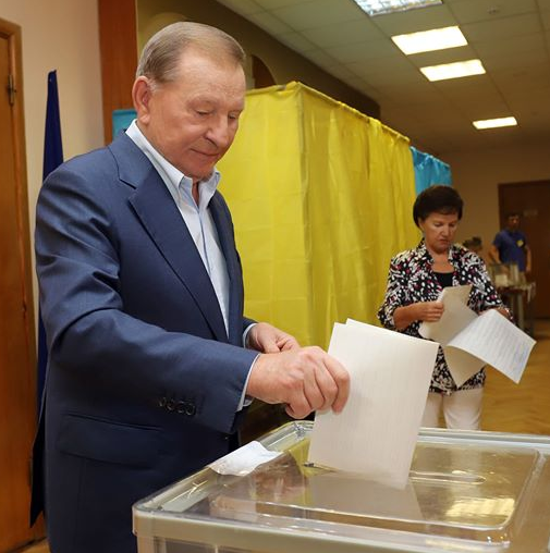 Леонид Кучма пришел на выборы 2019 с женой Людмилой и проголосовал за новые силы, сообщила спикер экс-президента