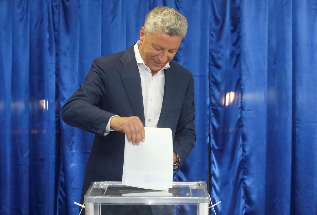 Юрий Бойко проголосовал на выборах в Раду 2019