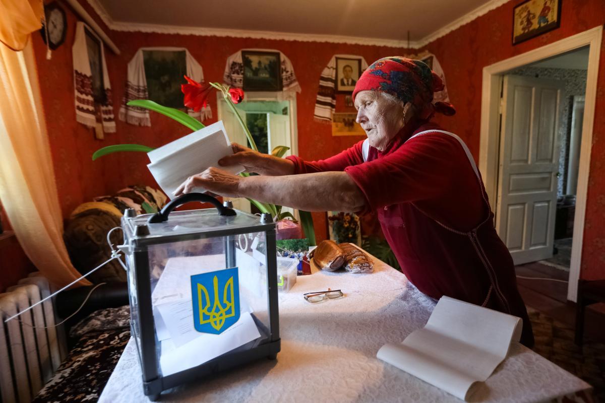 Местные выборы в Украине пройдут в октябре - Рада назвала дату