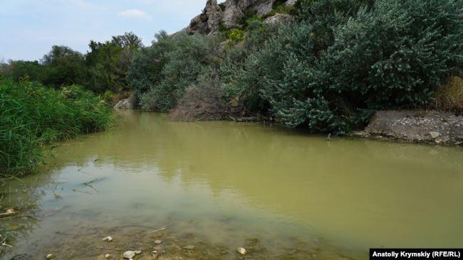 Новости Крыма — В Судаке люди фактически купаются в сточных водах