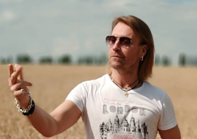 Олег Винник — Олег Винник показал фото, на котором запечатлен чисто выбритым