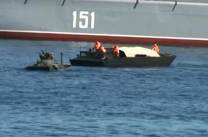 Новости Крыма — В Севастополе на репетиции парада оккупантов в море обломался плавающий БТР