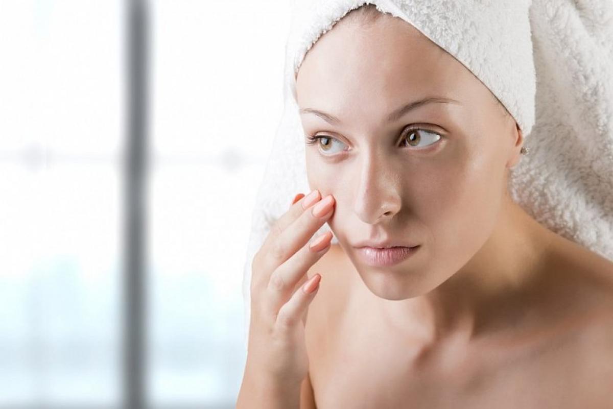 Маска-пленка может негативно повлиять на эластичность кожи лица, сообщила врач