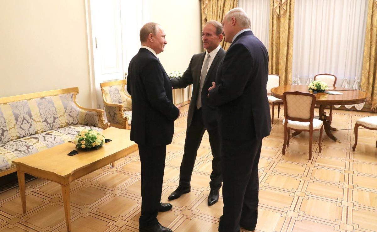 Виктор Медведчук, Владимир Путин и Александр Лукашенко на встрече в Кремле
