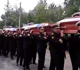 в России похоронили погибших подводников / скриншот