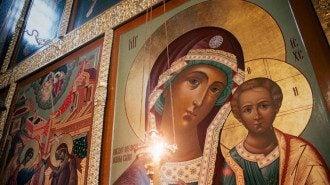 Икона Казанской иконы Божией Матери - в чем помогает, молитва, приметы