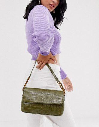 В моду вернулась сумка из 90-х