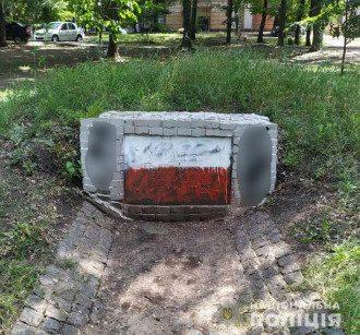 Памятник воинам УПА испортили второй раз на последние несколько дней / Фото: Нацполиция