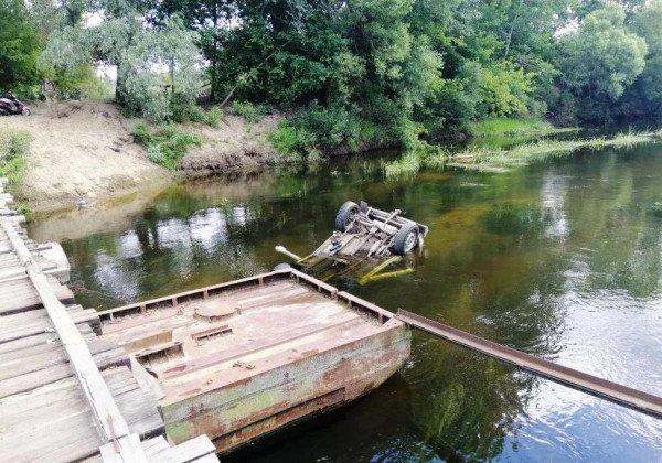 Под Черниговом авто упало в реку, погиб водитель
