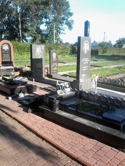В Житомирской области разбили памятники на могилах бойцов АТО