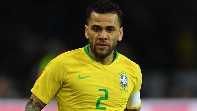 Дани Алвес вернулся в Бразилию