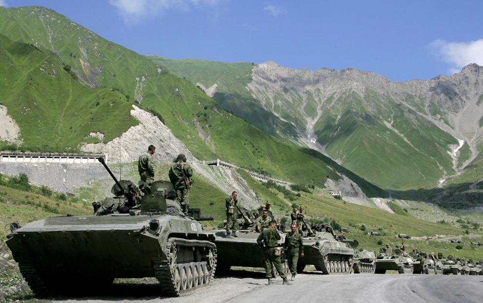 Российско-грузинская война. Проход российских войск через Кавказские горы в южносетинском селе Джаба 9 августа 2008 года.