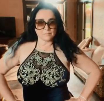 Лолита Милявская - Лолита Милявская на камеру потанцевала в купальнике