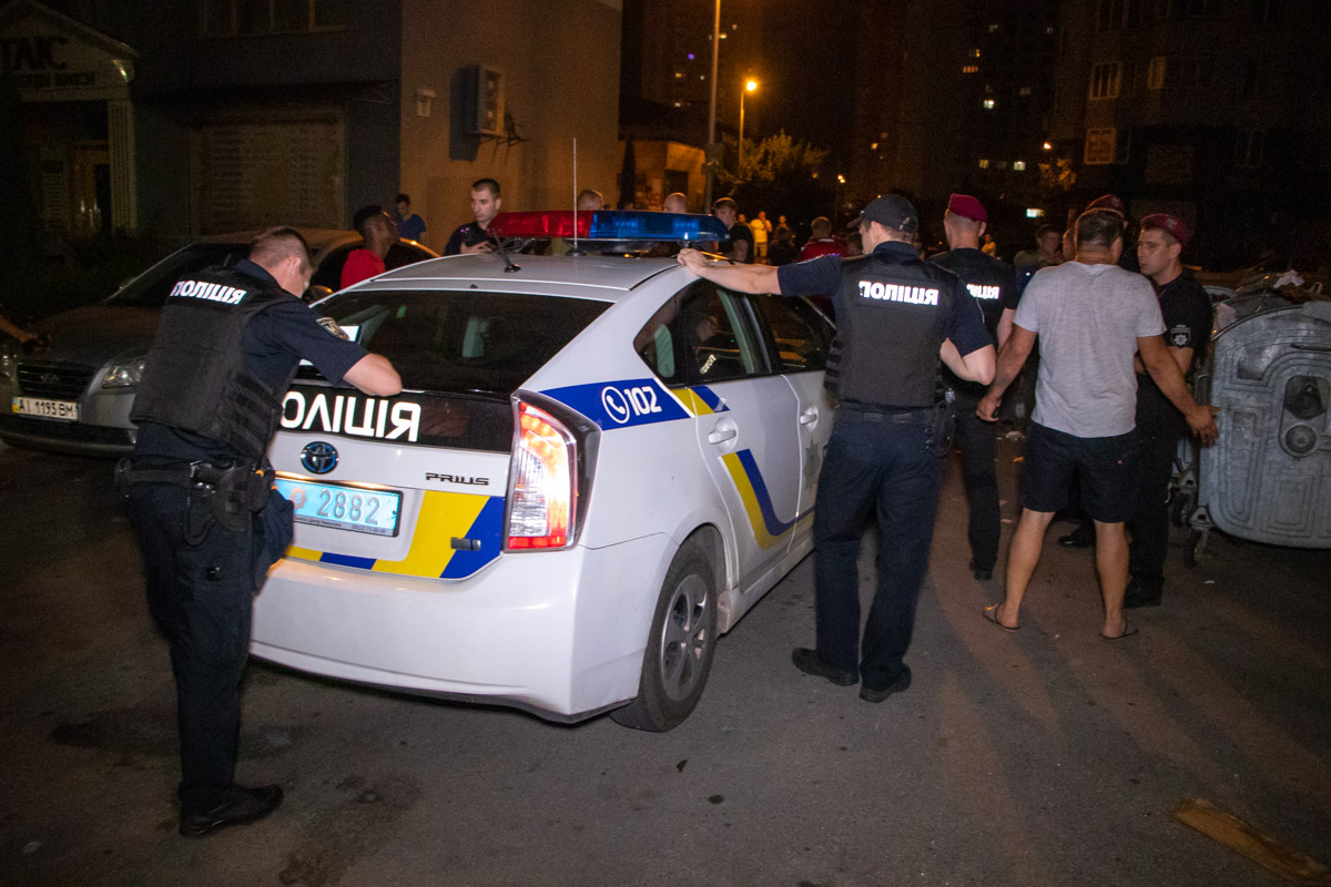 Мордобой на Позняках в Киеве