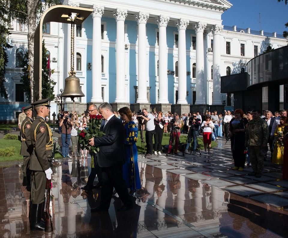 Порошенко провел свой марш в День Независимости