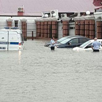 В Сочи улицы превратились в реки / instagram/incident_sochi