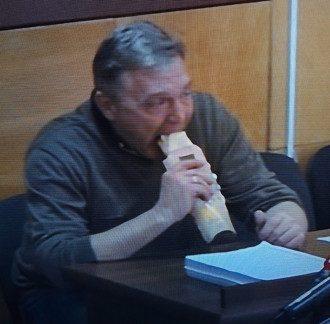 Грымчак в зале суда съел шаурму