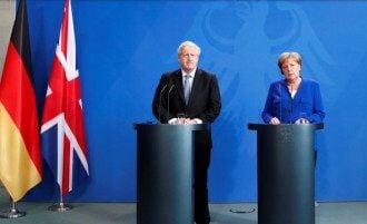 Меркель и Джонсов пока не  видят причин для возвращения P