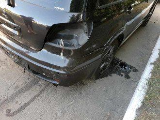 Когда полицейский сел за руль, прозвучал взрыв в задней части авто / facebook/PoliceDniproRegion