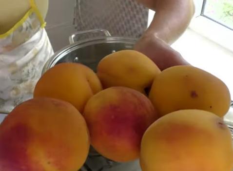 Персики на зиму в сиропе быстро готовятся