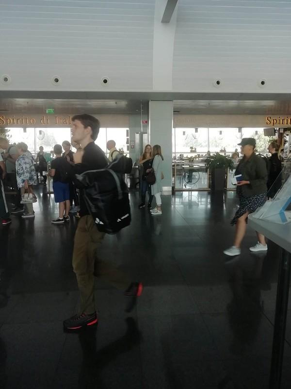 """""""Бл*, Гадя с сестрой в самолете"""": безработная Савченко улизнула на курорт в Черногорию"""