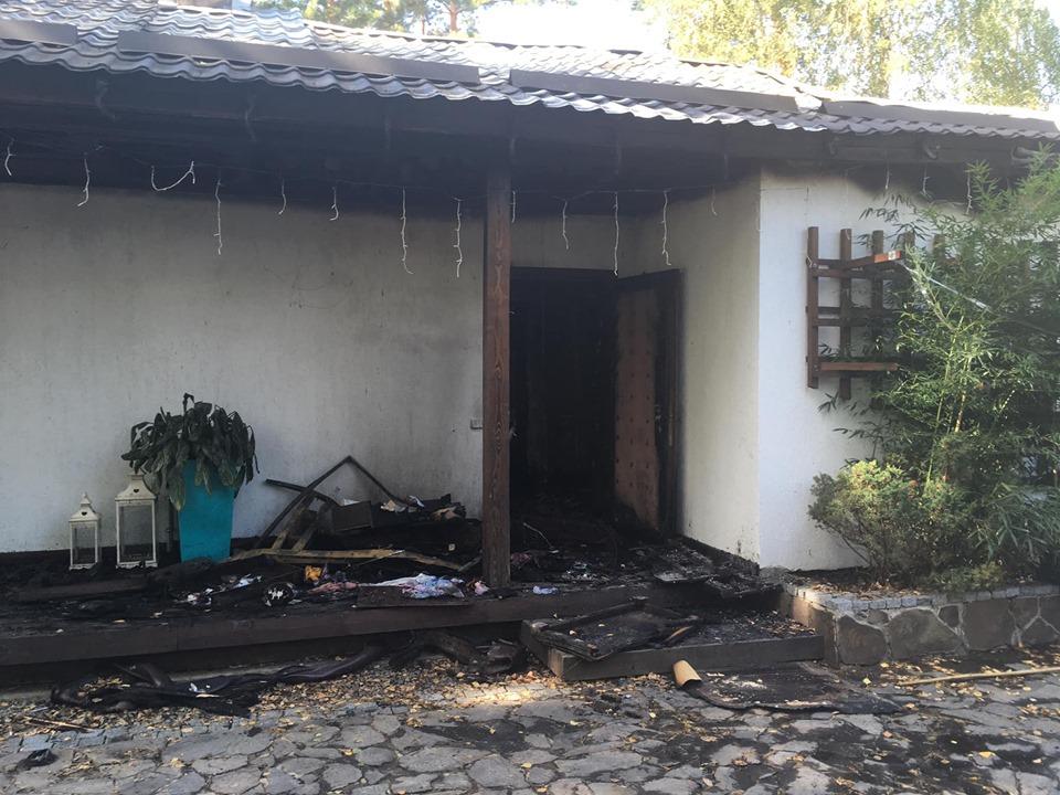 От огня в доме Валерии Гонтаревой спасли скульптуру и заграничный набор приборов, утверждает журналистка